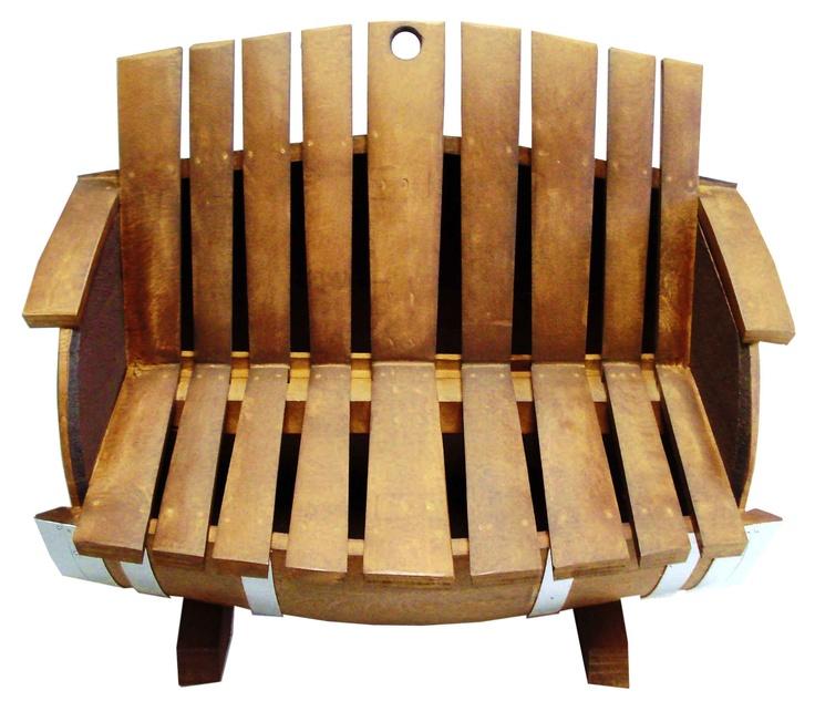 este original silln de plazas fabricado con una barrica de roble se presenta