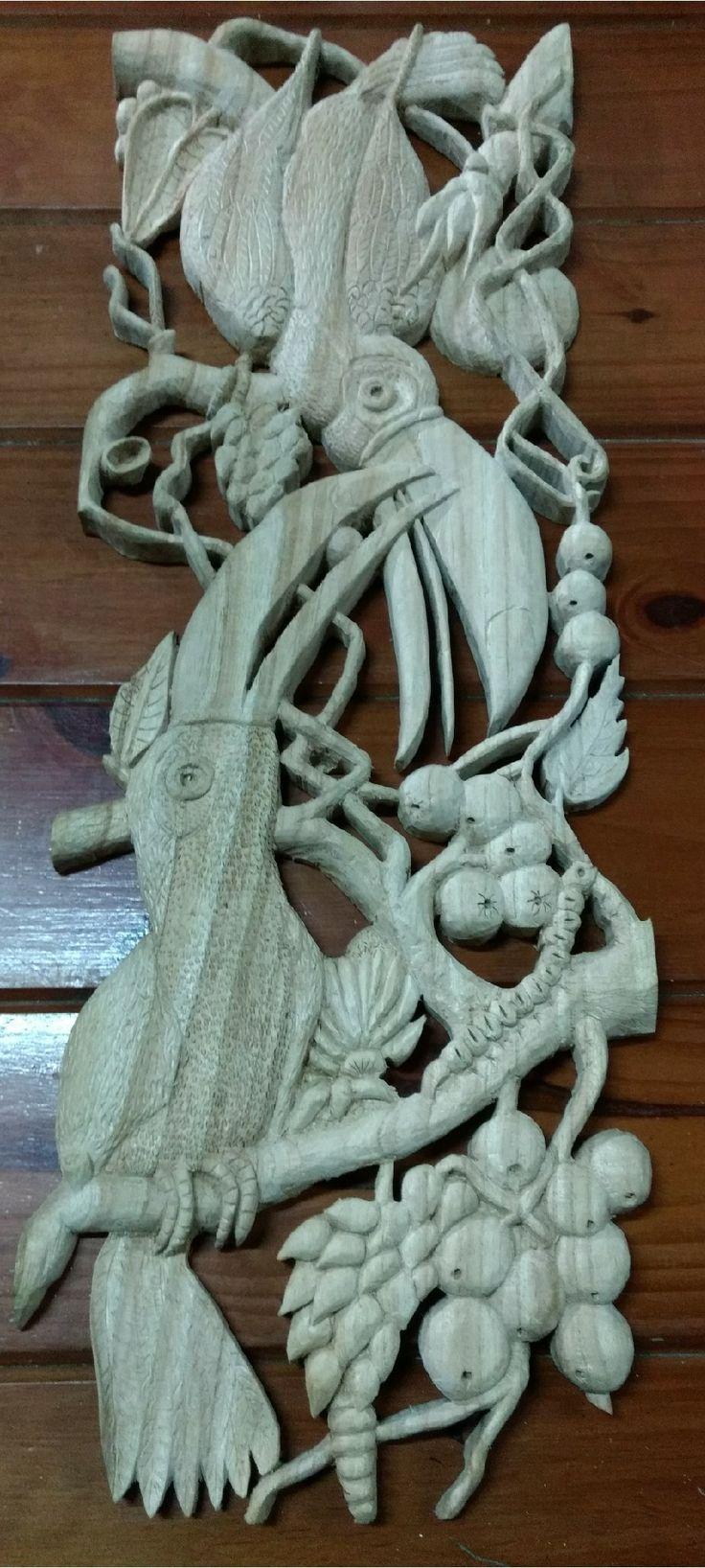 Tucanes calados y tallados en madera de Paraiso.