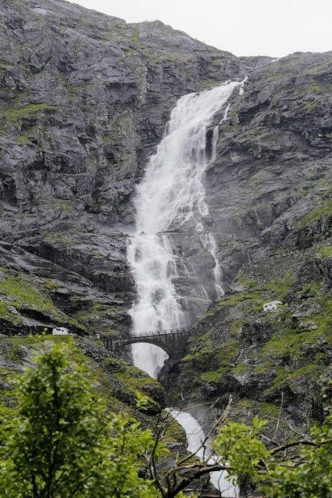 Met twee campers. Trollstigen, Noorwegen. Onbewerkte jpg.
