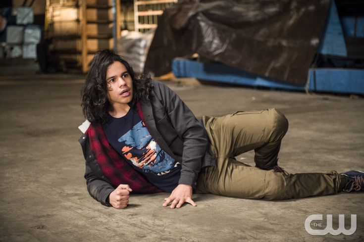 "The Flash -- ""Welcome to Earth-2"" -- Image FLA213a_0185b -- Pictured: Carlos Valdes as Cisco Ramon -- Photo: Diyah Pera/The CW -- © 2016 The CW Network, LLC. All rights reserved.pn"