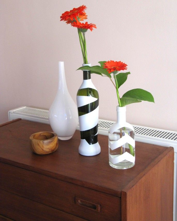 Flaschenvasen selbermachen: Wir zeigen hier eine zweite Idee wie man aus alten Flaschen wunderschöne, dekorative Flaschenvasen machen kann.