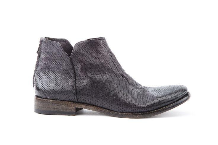 polacchino uomo con zip posteriore in pellame Tuffato nero. man boot with back zip and Tuffato leather black color.