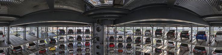 """Wikipedia: """"Die Autostadt ist ein Erlebnispark, der direkt am Mittellandkanal zwischen der Wolfsburger Innenstadt und dem Wolfsburger Volkswagenwerk liegt. Die Geb�ude und das 28 Hektar gro�e Freigel�nde pr�sentieren zeitgen�ssische Architektur und Landschaftsarchitektur.Die Autostadt dient dem Volkswagen-Konzern als Kommunikationsplattform zwischen Unternehmen, in diesem Fall den einzelnen Konzernmarken, und bereits bestehenden und zuk�nftigen Kunden. Sie kann als Mixed-Use-Center…"""