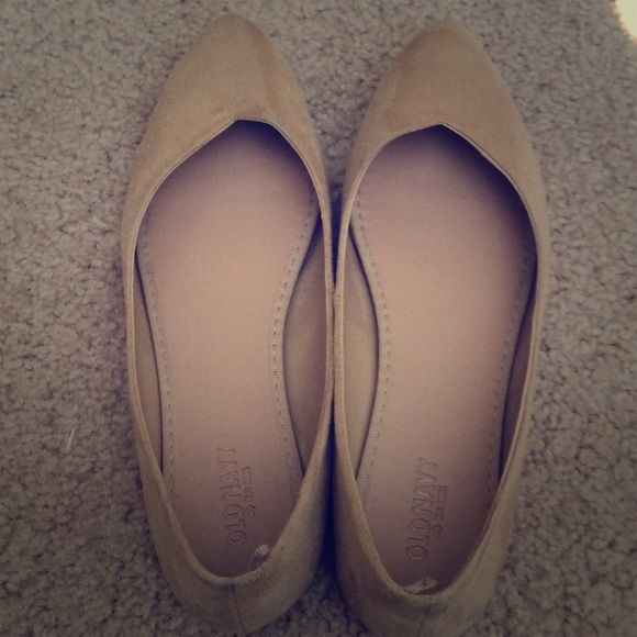 Tan Old Navy flats These are size 7 tan Old Navy flats. They are practically new. I just bought them a few days ago but they are a bit tight. They have only been worn once. Old Navy Shoes Flats & Loafers