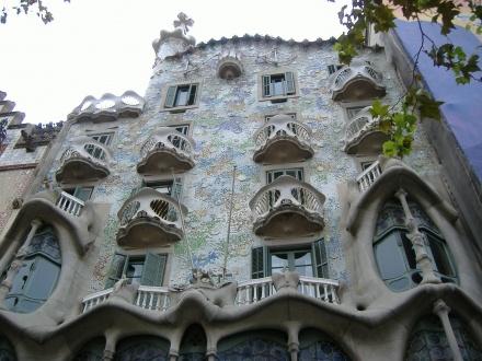 http://www.tabi-go.jp/10271/ あいさんの投稿作品:ガウディ建築のユニークさ