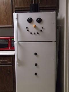 Snowman - este para que lo hagan en sus casas!! solo hace falta imanes de color negro pequeños y grandes y uno de color amarillo para la nariz.