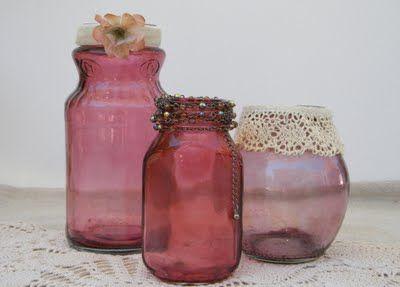 glazen potten met kanten randje en armbandjes