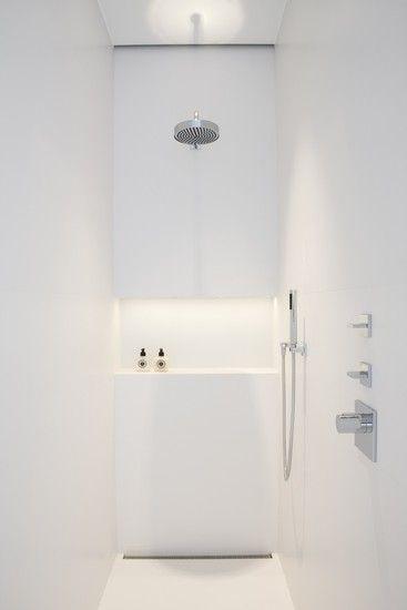 shower with light glows / toiletry ledge / I.O. Pottelberg
