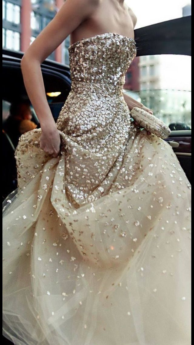 :-)  magical dress...incredibly beautiful!
