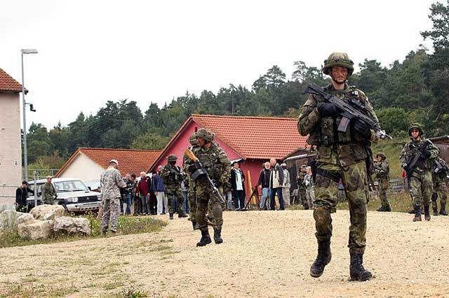 In einem neuen Szenario trainiert die NATO einen Angriff auf Deutschland durch einen Feind aus dem Osten. Dabei simuliert man auch interne Spannungen in der Bundesrepublik.Erfahrungsbericht eines …