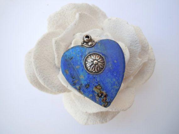 Ciondolo cuore in  pietra lapislazzulo e fiore argento