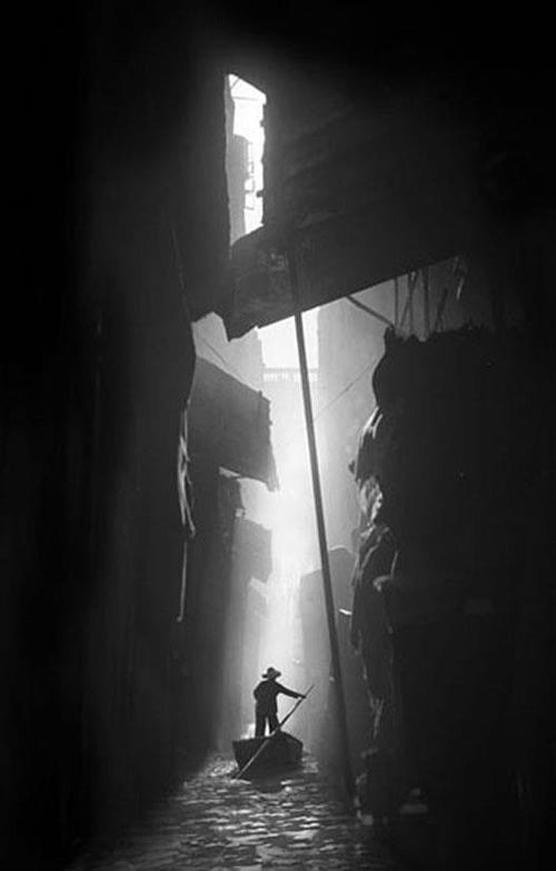 Shanghai 1937. The loneliness, danger & adventure of the traveler in the big city, in the modern world w/ old ideas. #vintage_photography #photo #black_and_white