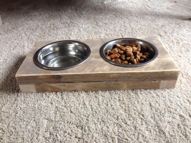 Steigerhouten etensbak voor de hond (of kat) Made by  Robuust Steigerhout