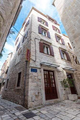 Villa Sv.Petar (***) MYCOL NOBILE DE SANTIS has just reviewed the hotel Villa Sv.Petar in Trogir - Croatia #Apartment #Trogir http://www.2look4beds.com/en/hotel/Croatia/Trogir/Villa-Sv.Petar/1467424