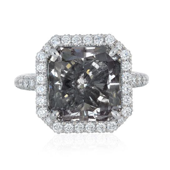 Le diamant gris Aura de De Beers http://www.vogue.fr/joaillerie/le-bijou-du-jour/diaporama/le-diamant-gris-aura-de-de-beers/10984#