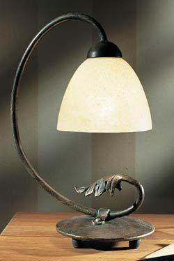 Lampe en fer forgé et verrerie opale