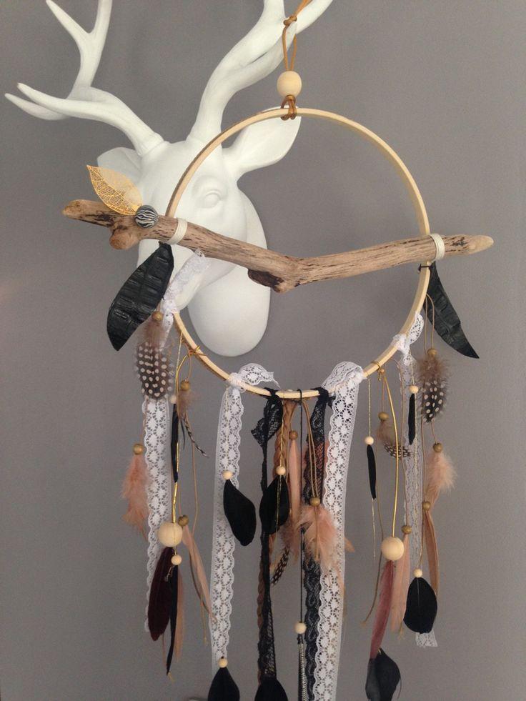 Attrape rêves / dreamcatcher / attrapeur de rêves en bois flotté, dentelle, plumes et perles bois