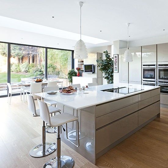 I love this open plan living, its very modern and social. Mum is no longer hidden away :)