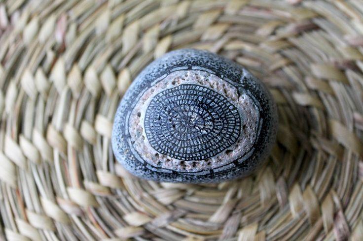 Piedras dibujadas con Zentagles...