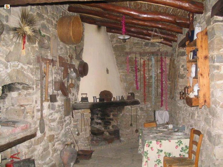 92 best sardegna i musei images on pinterest sardinia for Interno casa antica