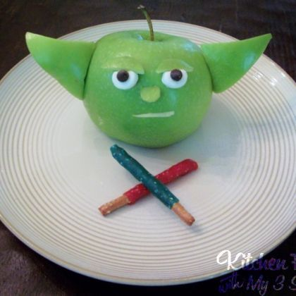 Learn the ways of the force with this Yoda Apple Snack and a glass of Tree Top.