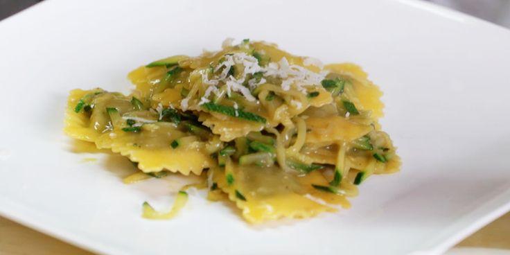 Ravioli ricotta fresca e ortiche con julienne di zucchine e curry