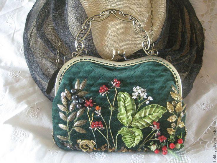 """Купить Сумочка """"Северные ягоды"""" - тёмно-зелёный, рисунок, сумка, Бархатная сумка, стёганая сумка"""