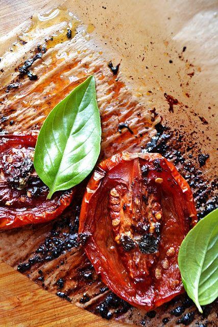 Pieczonepomidory z czosnkiem, tymianem i octem balsamicznym