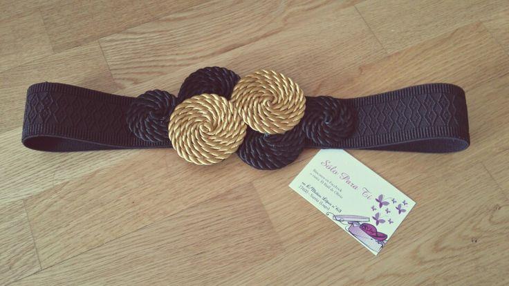 Cinturon circulos de cordon de seda y cintura de goma elástica con detalles de pasamanería en tonos negro y dorado