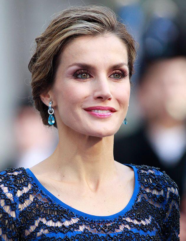 Dans son écrin personnel, la reine d'Espagne compte plusieurs paires de boucles d'oreilles venant des joailliers espagnols Yanes ou Tous, mais aussi ces aigues-marines et diamants de la maison Bulgari.