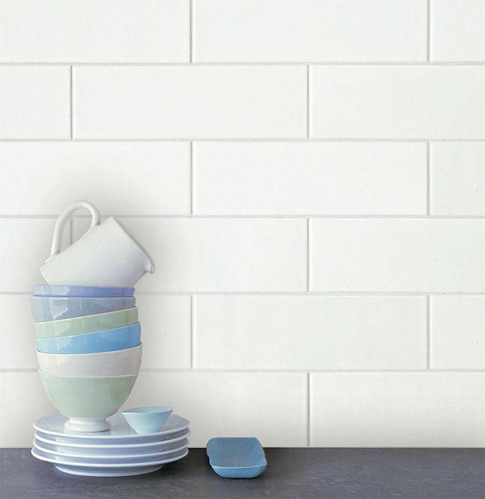 Arkitekt Wall White är framtagen för att komplettera det stora utbudet av vitt kakel men i formatet 10x30 cm. Serien Arkitekt Wall har samma egenskaper som Arkitekt men fungerar endast som väggplattor och gör sig kanske bäst i köksmiljö samt badrumsmiljö.