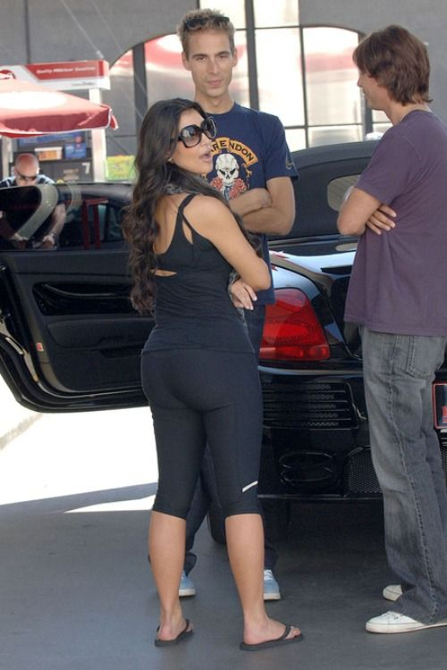 Kim Kardashian Says She's 117 Lbs and Fits in Size 27 ...