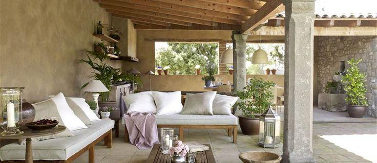 Sugerencias de decoración y fotografías de porches en jardines y terrazas orientados a una piscina y con forma de L.