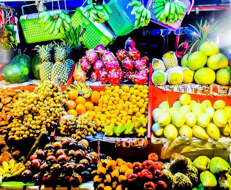 Fruit stalls in Krabi/ Hedelmäkoju Krabilla, Thaimaassa