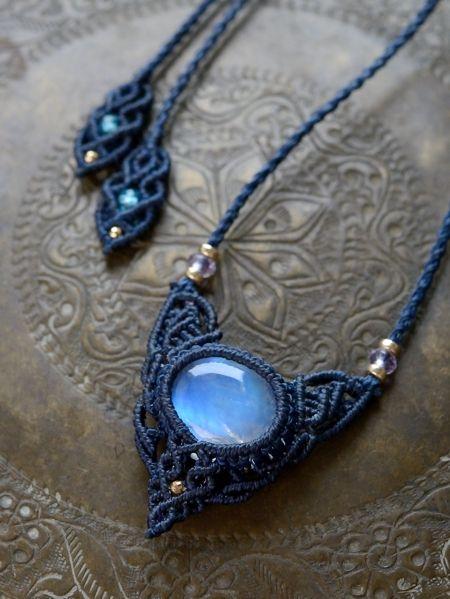 ムーンストーン&ラベンダーアメジスト&ブルーアパタイト天然石マクラメ編みペンダント
