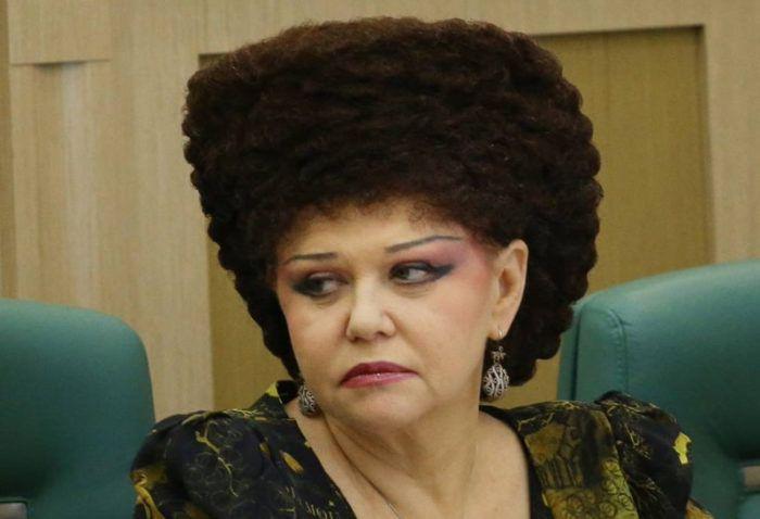 Το ανεκδιήγητο κούρεμα Ρωσίδας βουλευτού που έγινε viral -Σαν φωλιά  #Viral