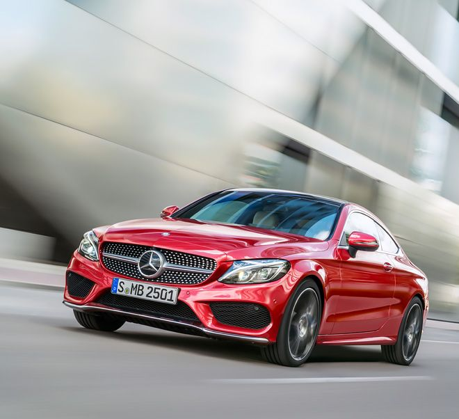 The engines of the Mercedes-Benz Coupé provide a sporty driving performance.