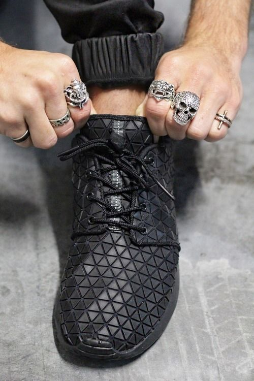 Nike Roshe Run #sneakers Men's Jewellery #mensfashion www.urban-male.com love the shoes and rings