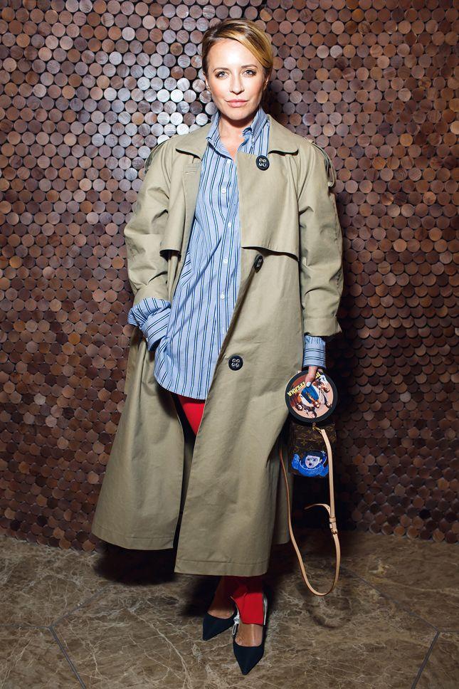 Виктория Шeлягова в плаще Walk of Shame и туфлях Dior на премьере фильма «Перестрелка»
