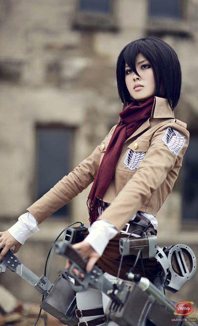 Cosplay: Mikasa Ackerman: Aqui trobem un cosplay de la sèrie d'anime Shingeki no Kiojin (SNK) del personatje Mikasa.