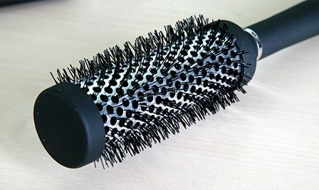 Cleaning hairbrushes
