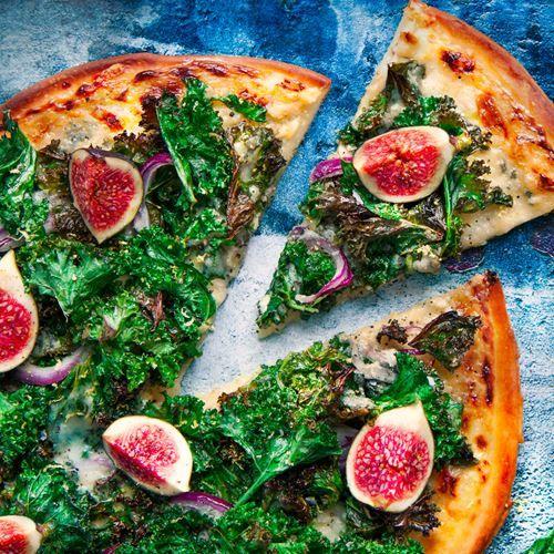 Grönkålspizza med roquefort, fikon och citron