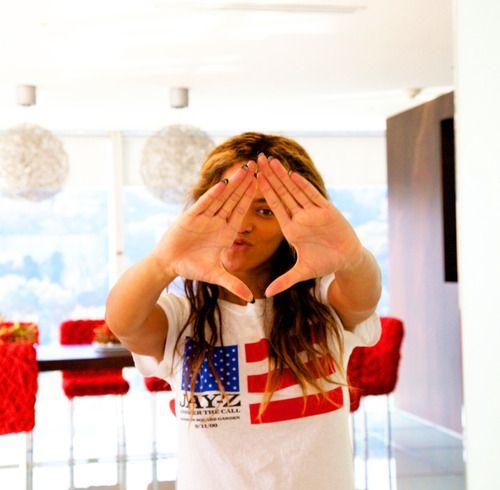 furniture in backGirls Generation, Roc Hands, Celeb, Queens Bey, Families Photos, Beyonce Knowles, Beautiful People, Queenbey, Beyoncé