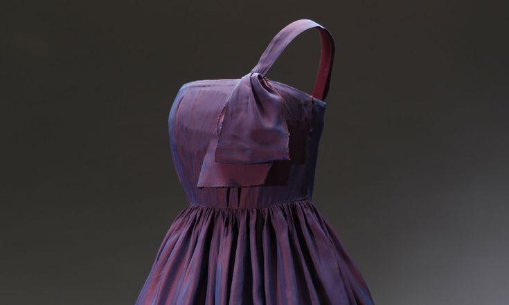 Národní muzeum vystavuje nestárnoucí retro šaty amódní doplňky