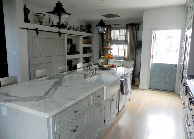 Kitchen.: Beautiful Kitchens, The Doors, Sliding Barns Doors, Dutch Doors, Kitchens Islands, Cote De, Paintings Color, Pantries Doors, Sliding Doors