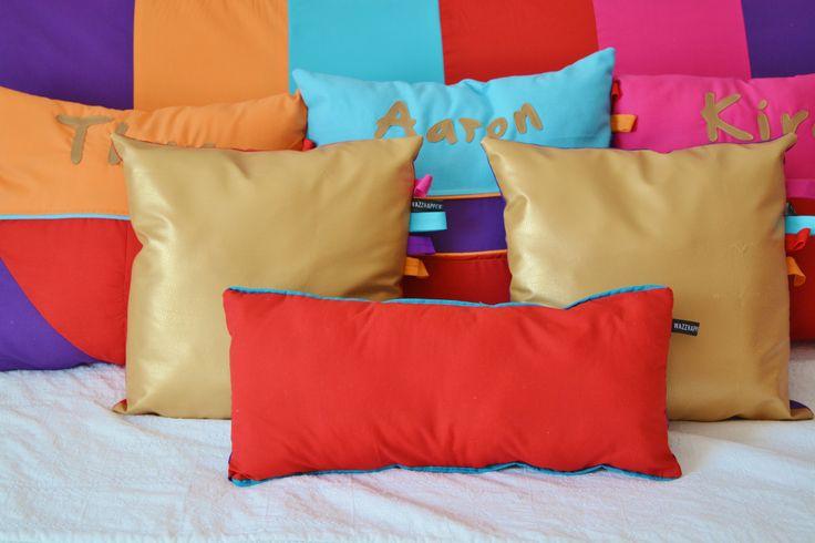 #1001nacht - #speelkleed - #boxkleed-  #gold - #gouden kussens - kussens met naam - #rood - #aqua - #paars - #oranje - #fuchsia #handgemaakt door #Wazzhappening
