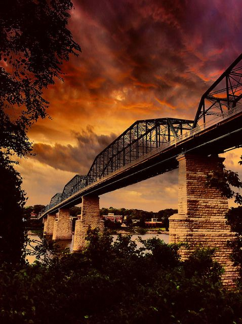 Walnut Street Bridge . Chattanooga, Tennessee
