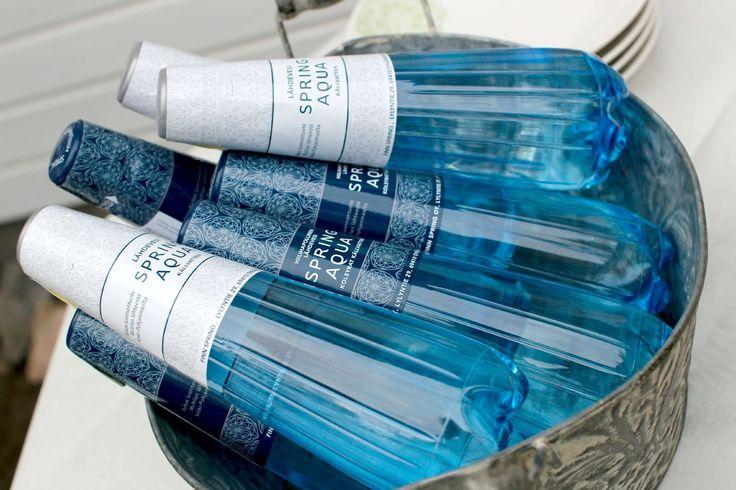 """""""Yrityksen arvot kohtaavat täysin omieni kanssa ja tuo pullojen tyylikkyys, no jokainen näkee sen kuvasta. Ostan usein vettä reissuun ja juon samasta pullosta moneen kertaan, ennen kuin se kiikutetaan keräykseen. Spring Aqua Premium 0,33 l kokoinen pullo menee monessa tilanteessa huomattavasti kätevämmin kuin 0,5 l."""""""