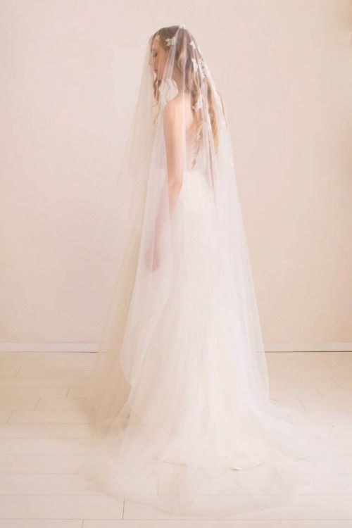 Nora Sarman Dress Artemis, Veil Artemis