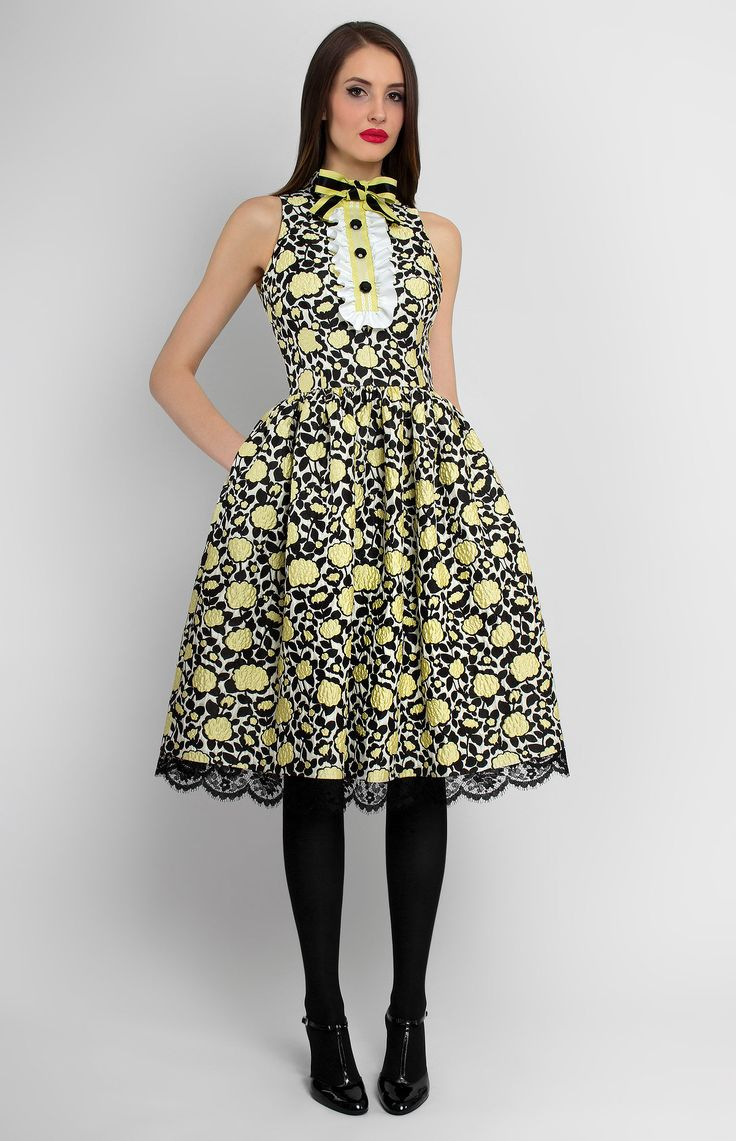 Jabot-collar sleeveless jacquard cotton dress. Side seam pockets. Hidden back zip closure. Ribbon bow and fine black lace at the bottom.